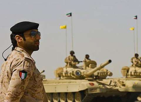 رئيس الأركان الكويتي يتفقد الحدود الشمالية على وقع الاحتجاجات بالعراق