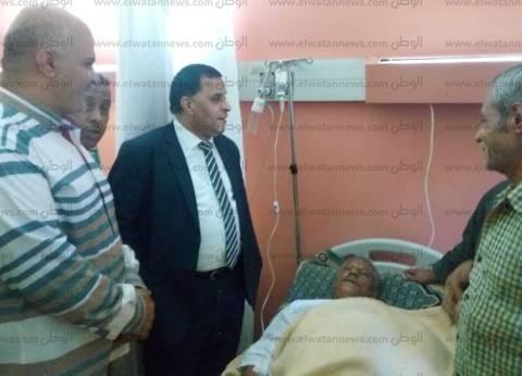 """رئيس """"السكة الحديد"""" يزور أحد العاملين بمستشفى عين شمس التخصصي"""