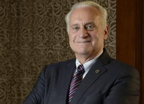 رئيس الجامعة الأمريكية يبدأ عمله بجولة للتعرف على اتحاد الطلاب