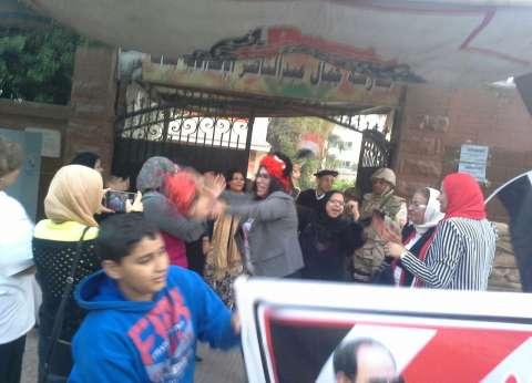 """""""أبو الرجولة"""" تشعل أجواء اللجان الانتخابية بالدقي"""