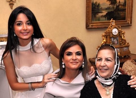 «الست الوزيرة».. ابنة وأم وجدة 3 أدوار أسرية لـ«سحر نصر»: تفرغت لرعاية أولادى