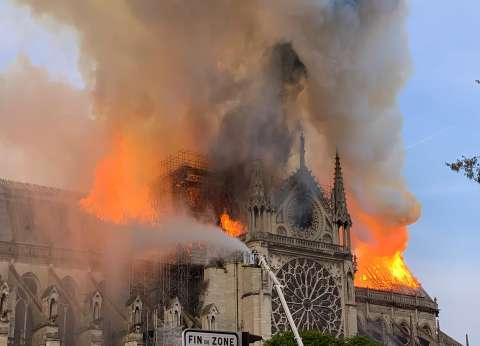 """عضو مجلس حي فرساي لـ""""الوطن"""": طائرات لإخماد حريق كاتدرائية نوتردام"""