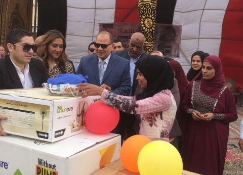 احتفالًا بعيد اليتيم.. محافظ الفيوم يشهد حفل تسليم جهاز عرائس