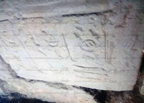 إحباط محاولة تنقيب عن الآثار بجوار معبد إدفو.. والعثور على قطع منقوشة