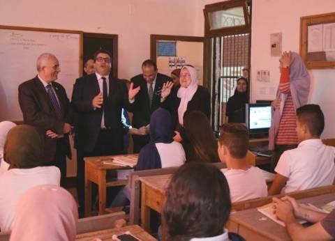 """رئيس """"التعليم العام"""" يشارك طلاب جنوب سيناء الحصص الأولى بمدارسهم"""