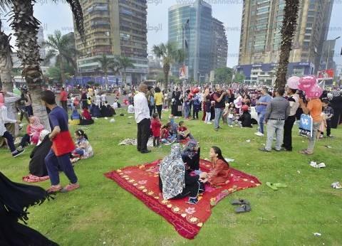 توافد الأسر في الغربية على الحدائق في ثاني أيام عيد الفطر