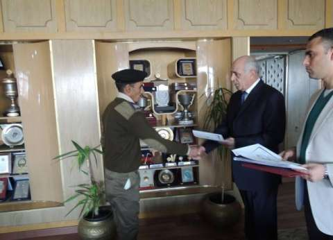 مدير أمن المنيا يكرم الضباط وأفراد الشرطة المتميزين