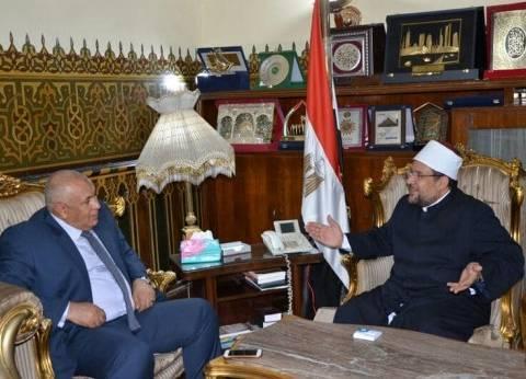 محافظ الوادي الجديد ووزير الأوقاف يبحثان إنشاء المركز الإسلامي بموط