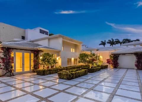 بالصور| شاكيرا تعرض منزلها في أمريكا للبيع بـ 11.7 مليون دولار