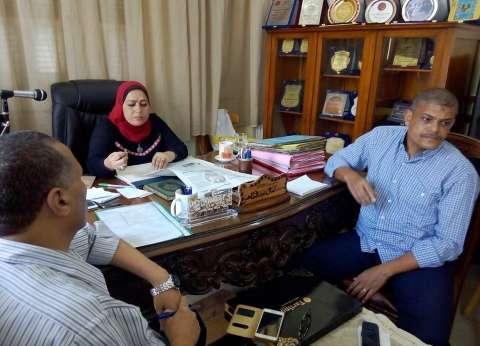 """مدير """"وسط التعليمية"""" بالإسكندرية تجتمع بالمسئولين استعدادا للدراسة"""
