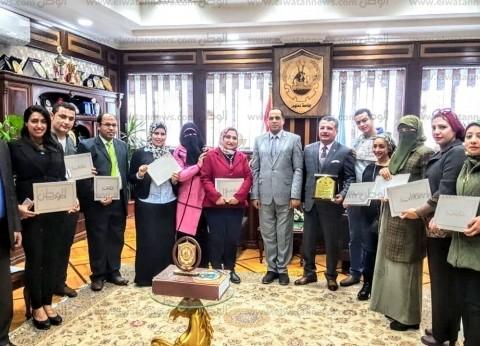 """رئيس جامعة دمنهور يُكرم فريق مبادرة """"أنتِ الأساس لسيدات مصر"""""""