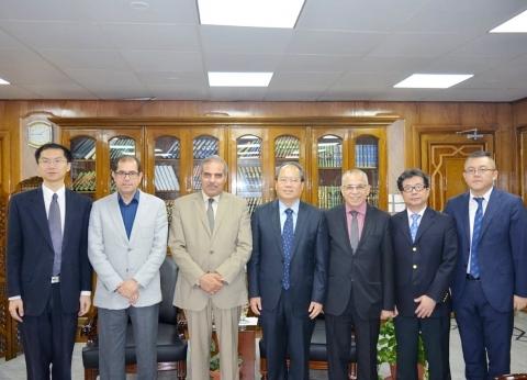 رئيس جامعة الأزهر يستقبل وفدا دبلوماسيا صينيا