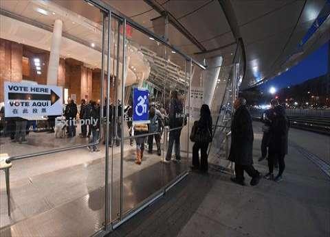 بالصور| وصول العشرات إلى مراكز الاقتراع بنيويورك