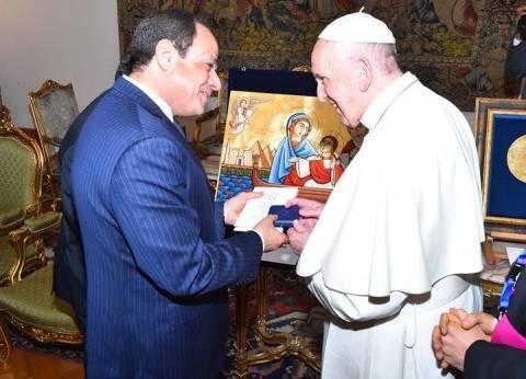 """ميدالية الفاتيكان التذكارية.. """"رسالة سلام وأمان وتقدير"""" لمصر"""