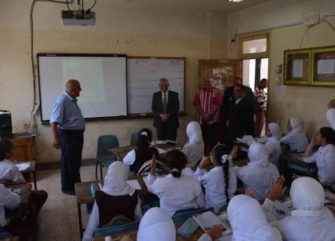 محافظ المنيا يتفقد بعض المدارس لمتابعة الأنشطة التعليمية والرياضية