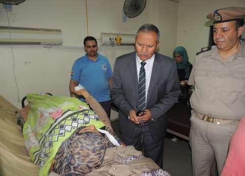 مدير أمن سوهاج يطمئن على المصابين من أمن الموانئ في حادث سير