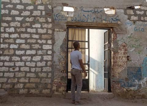 «نجع الجامع الإعدادية»: فصول من الخشب والصاج عمرها 50 عاماً