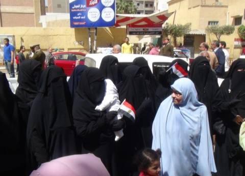 """العشرات من أعضاء """"النور"""" يدلون بأصواتهم في انتخابات الرئاسة بالمنصورة"""