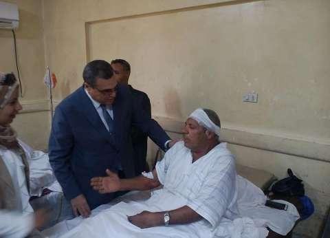 بالصور| محافظ الفيوم يزور المرضى بالمستشفى العام ويهنئهم بالعيد