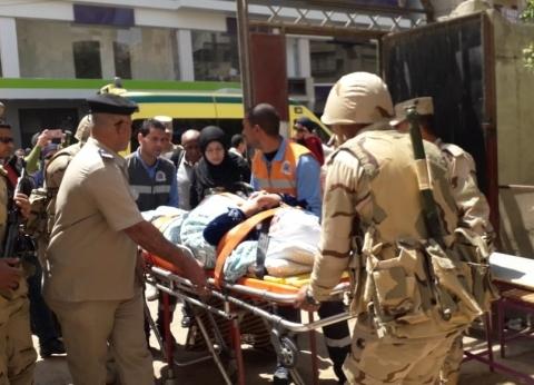 بالصور| بأمر المحافظ.. سيارة إسعاف تنقل مسنة للجنة الاستفتاء بالغربية