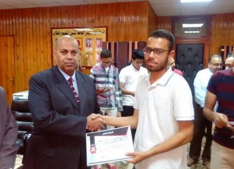 تكريم طلاب أنشطة الأسر والاتحادات الطلابية بجامعة المنيا