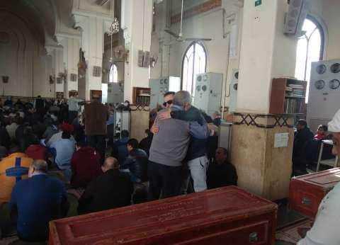 أشرف زكي يصل مسجد «الصديق» لصلاة الجنازة على سعيد عبدالغني
