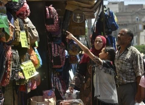 """أسرة """"رفاعي"""" من المنيا إلى الفجالة.. مستلزمات المدارس هنا أكثر جودة وأقل سعرا"""