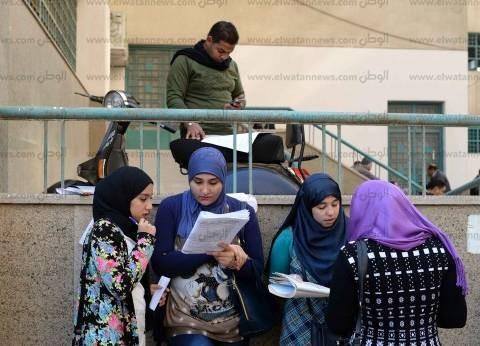أساتذة: إهمال التطبيق إهدار للمال العام ووسيلة لابتزاز الطلاب