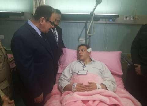 وزير الداخلية يزور مصابي تفجير الإسكندرية ويعزي أسرتي الشهيدين