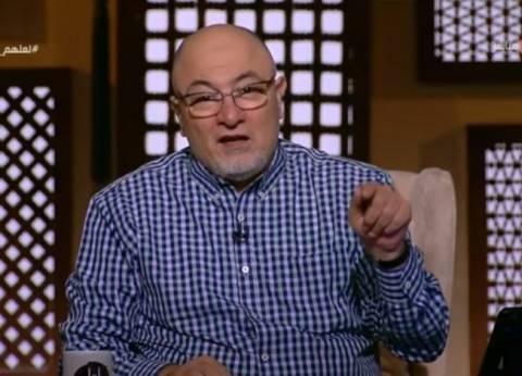"""خالد الجندي يجهش بالبكاء على الهواء.. ويصف مسن بـ""""من أولياء الله"""""""