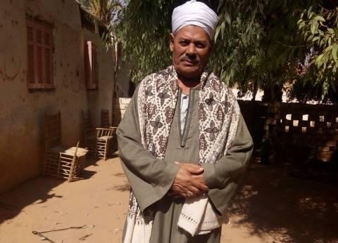 «حسن» يتحدى برامج تنظيم الأسرة بـ18 ابناً و20 حفيداً: «ده رزق»