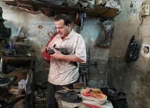 صناعة الأحذية: «مهنة على كف عفريت»