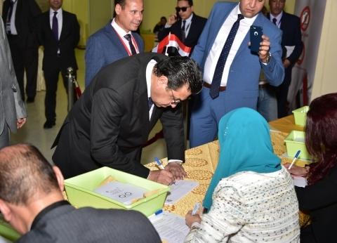 سفير مصر في هولندا: إقبال على التصويت بالاستفتاء.. ويشتد كثافة غدا