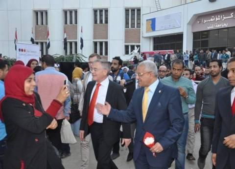 """""""جامعة المنيا"""" تناقش مقترح إنشاء منتجع سياحي بـ""""مرسى مطروح"""""""