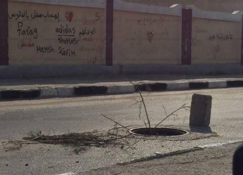 حملة لتغطية بالوعات الصرف الصحي المكشوفة بقرية الدير بطوخ