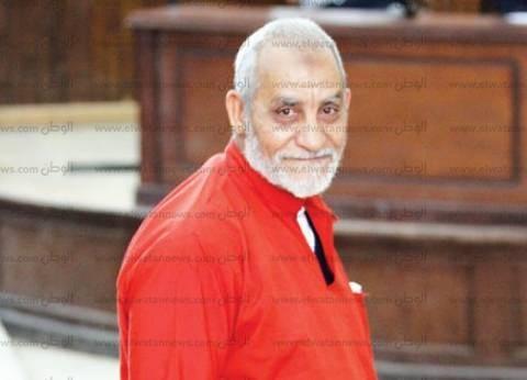 """تأجيل جلسة إعادة محاكمة بديع و36 آخرين في """"عمليات رابعة"""" لـ6 نوفمبر"""