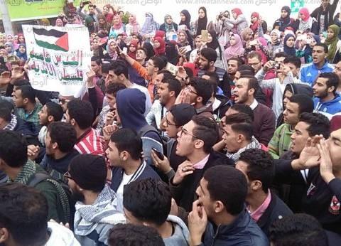 الجامعات المصرية تهتف: «القدس عربية» وحرق علم إسرائيل فى مظاهرات حاشدة