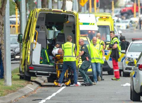 """أجانب يتضامنون مع ضحايا """"مذبحة نيوزيلندا"""": """"أنت آمن هنا"""""""