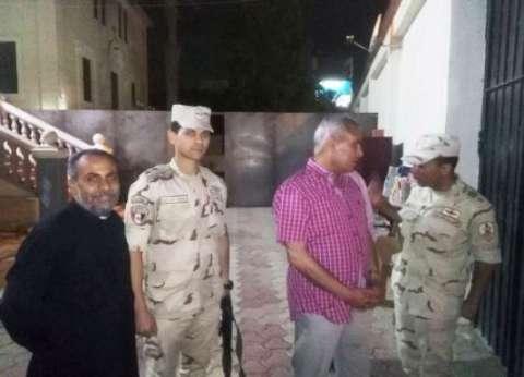 محافظ السويس يلتقي ضباط وأفراد الجيش والشرطة بكنيسة الراعي الصالح