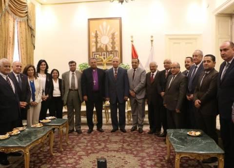 وفد الطائفة الإنجيلية يهنئ محافظ القاهرة بعيد الأضحى