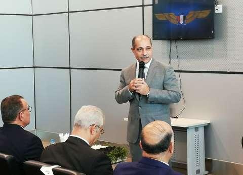مصادر: يونس المصري يجتمع مع قيادات وزارة الطيران المدني اليوم