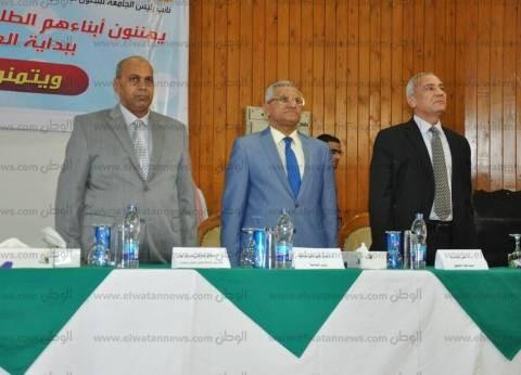 رئيس جامعة المنيا يلتقي طلاب كلية الحقوق احتفالا ببدء العام الجامعي