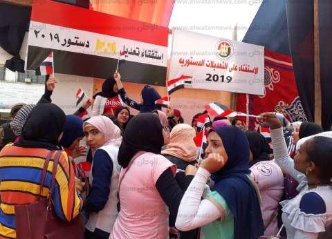 إقبال كثيف على لجنة عمر بن عبدالعزيز بالنهضة للمشاركة في الاستفتاء
