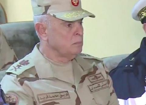 """وزير الداخلية يهنئ رئيس الأركان بـ""""تحرير سيناء"""": الجيش عرين الأبطال"""