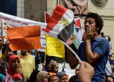 معلمون وطلاب يتظاهرون أمام «الصحفيين» لإقالة «وزير التعليم»