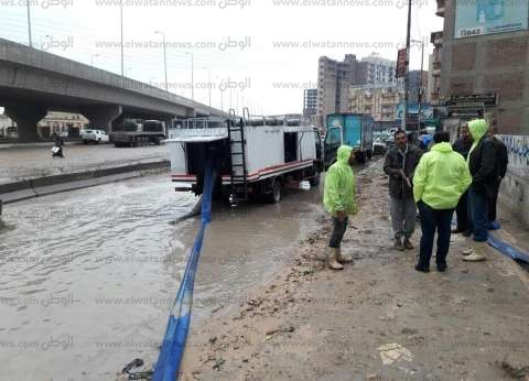 استمرار توقف الملاحة والصيد بمينائي رشيد والمعدية بالبحيرة بسبب سوء الأحوال الجوية