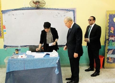 وزير العدل يدلي بصوته في الدقي.. ويثمن دور القضاة في انتظام الاستفتاء