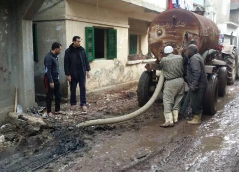 مركز فارسكور يواصل رفع مياه الأمطار في دمياط