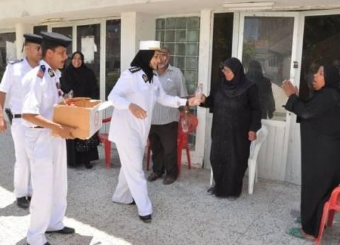 """الشرطة النسائية تفتش السيدات في لجنة مدرسة الشرفاء بـ""""باب الشعرية"""""""