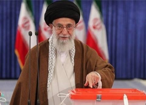 بعد إدلائه بصوته.. خامنئي يدعو الإيرانيين للمشاركة في الانتخابات